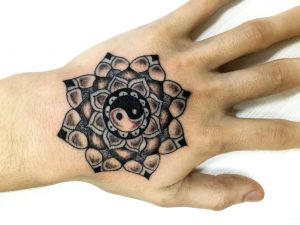 Mandala_Hand
